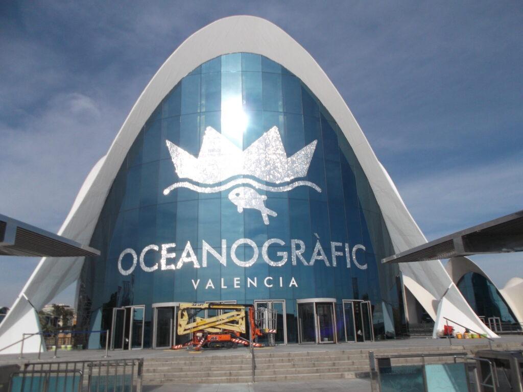 Nueva imagen en el edificio de acceso oceanografic for Entradas oceanografic ofertas 2016